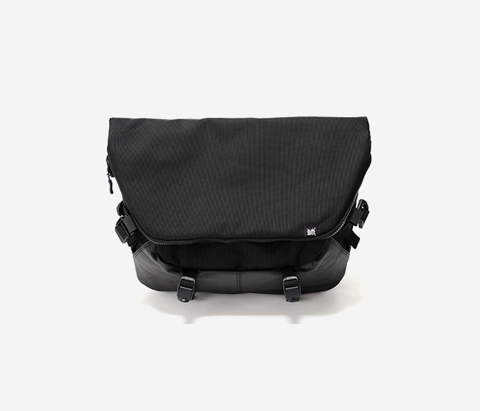 STRIVE MESSENGER BAG - BLACK brownbreath